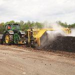 Volteadora de compost CT612 - en acción