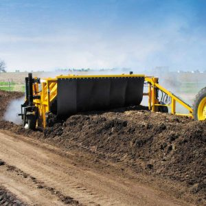 Rivoltatore di Compost Vermeer CT612 in azione