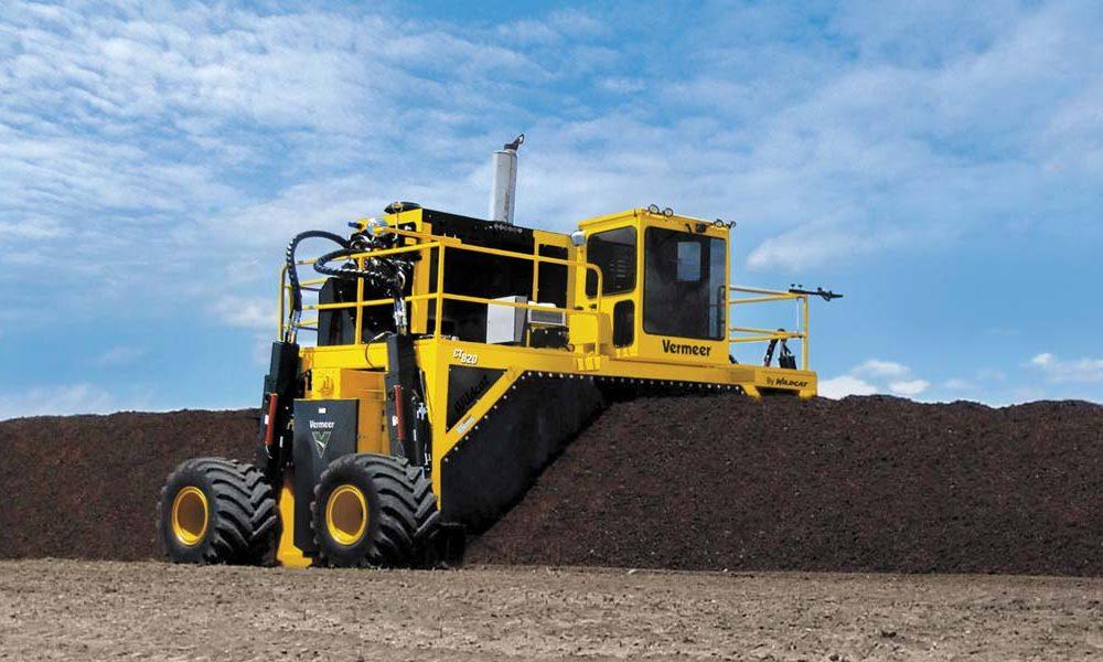 Rivoltatore-di-Compost-Vermeer-CT820-in-azione